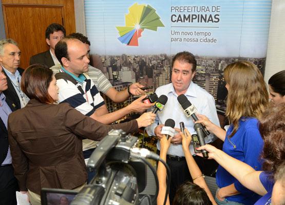 Prefeito Jonas Donizette se pronuncia a imprensa